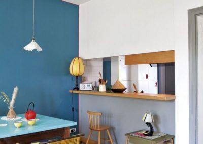 du-bleu-turquoise-tempere-par-du-jaune-et-le-bois_5141215